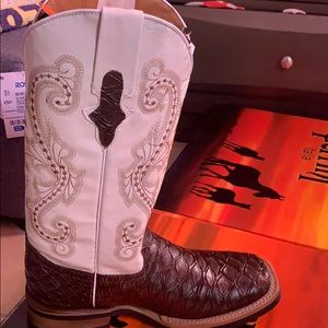 Ladies Cowgirl Boots... Brand new
